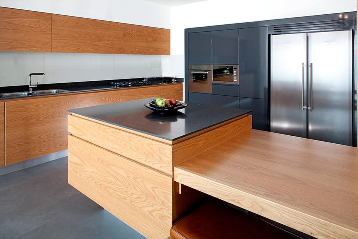 שילוב עץ במטבח מודרני