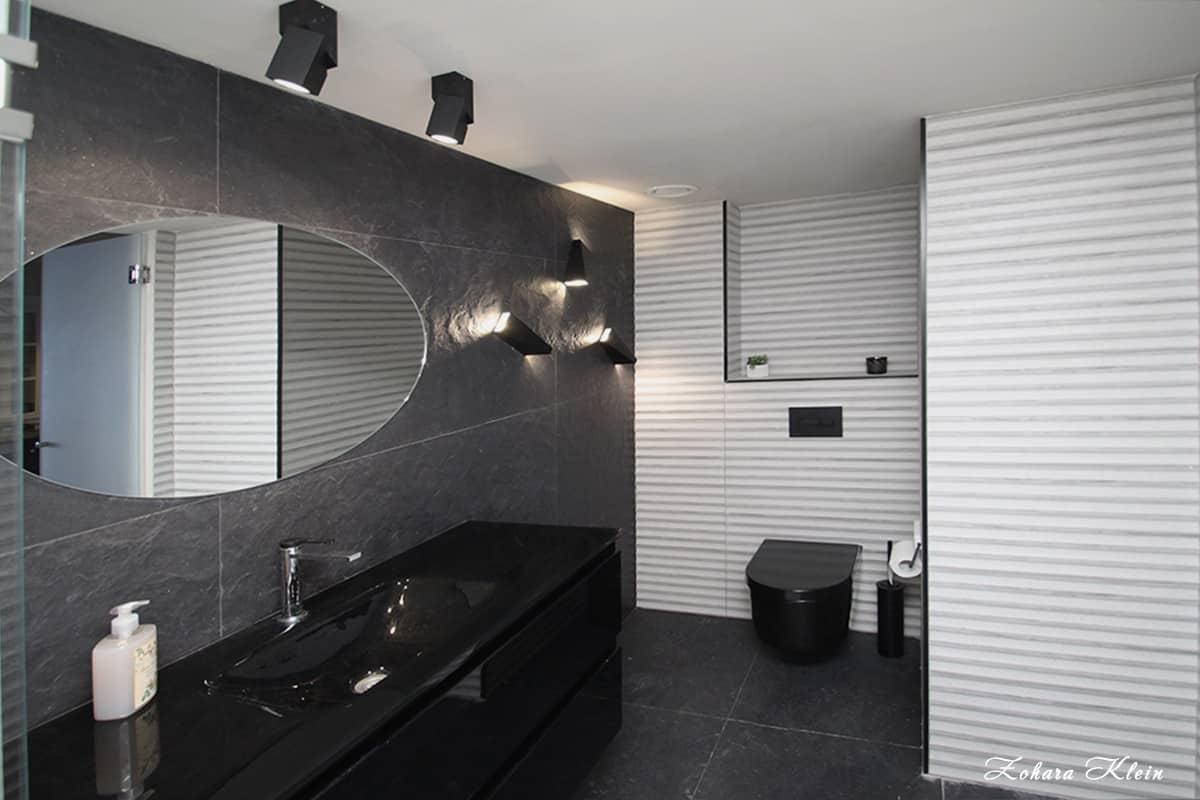 עיצוב חדר רחצה בצבע שחור דרמטי